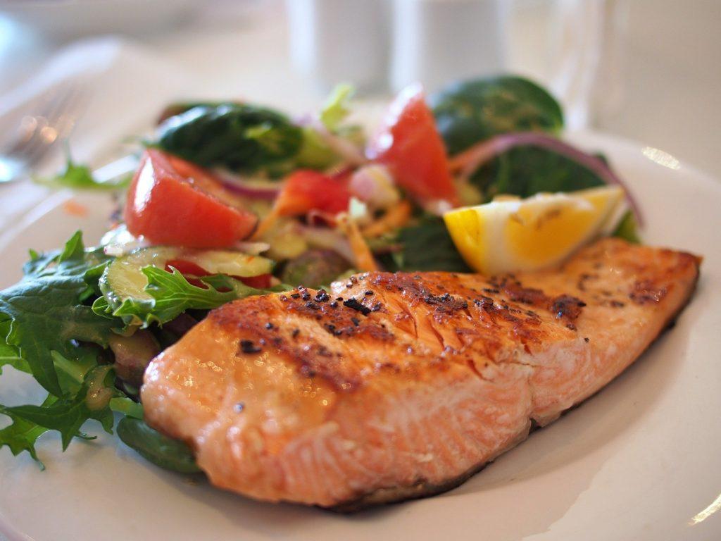 Minun ei pitäisi syödä herkkuja - ruoasta stressaamisen vaikutus kehoon ja laihduttamiseen